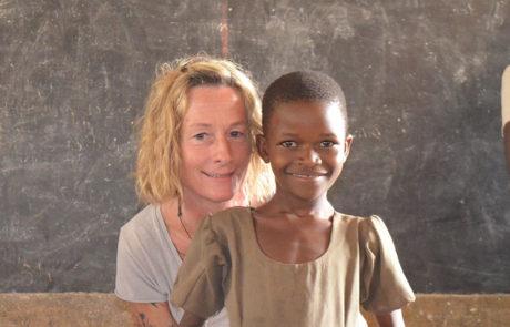 Die stv. Vorsitzende Barbara Zinstag mit einem unserer Patenkinder.