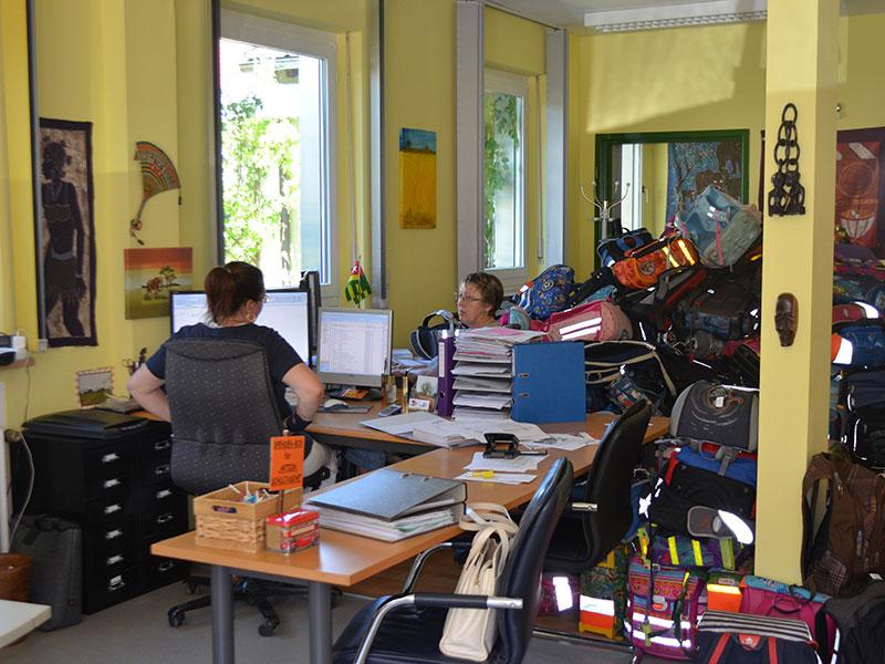 Togohaus Maisach - Büro mit Schultaschen