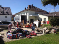 Beladung eines Hilfsgütertransports nach Togo