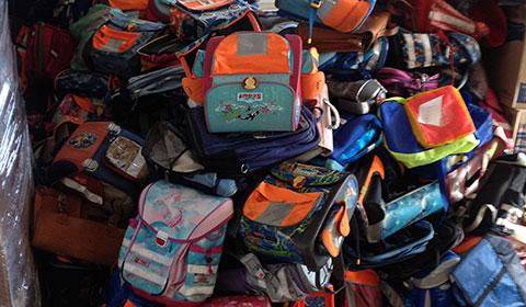 Schultaschen auf dem Weg nach Togo