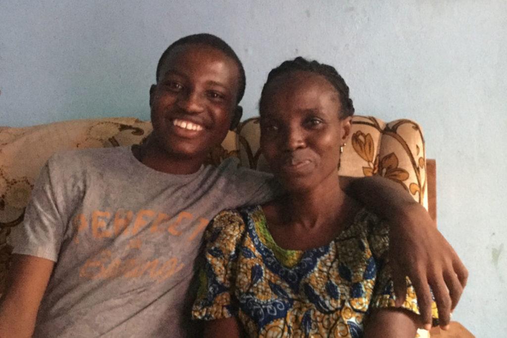 Bintou mit ihrem Sohn Fabrice