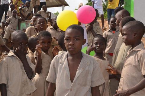 Sehr viele Kinder haben keine Geburtsbescheinigung in Kouma Apoti
