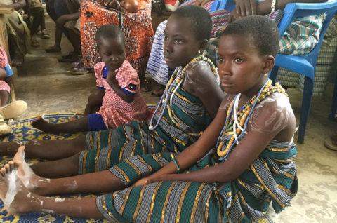 Schul- und Kindergartenkinder in Kouma-Apoti in Togo Westafrika