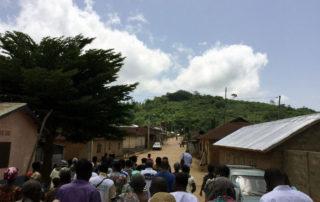 Die große Dorfstraße von Kouma Apoti