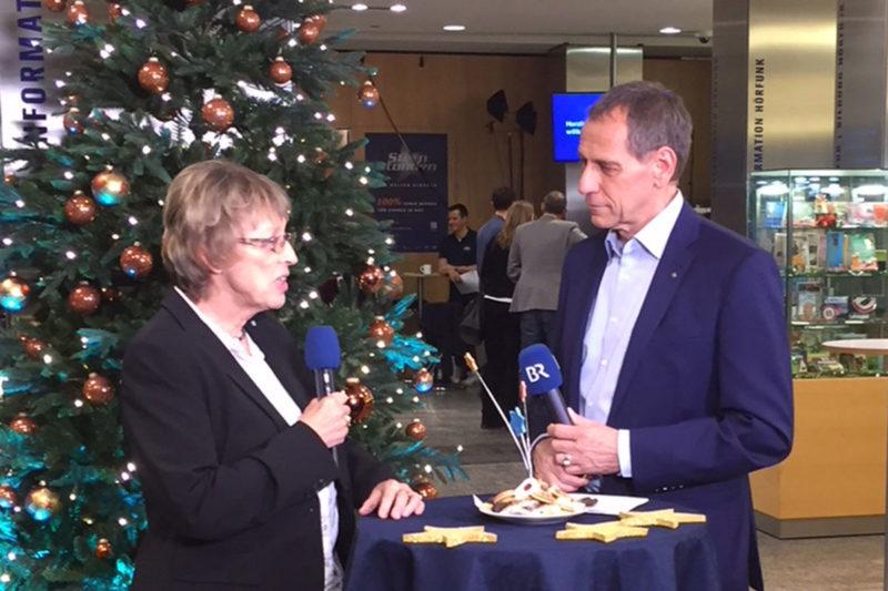 Live am Sternstundentag im BR: Margret Kopp mit Moderator Christoph Deumling