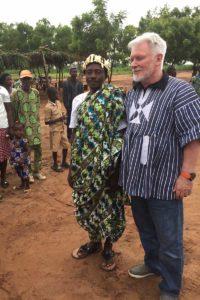 Der Dorfchef mit Lazslo Arvai von Fly&Help