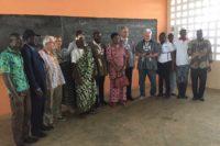 Gruppenfoto in der neuen Schule