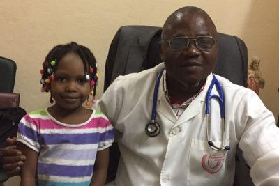 Leila mit dem behandelnden Kardiologen Dr. Baragou