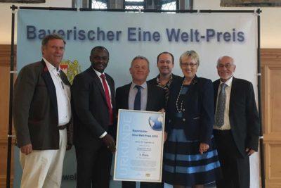 v.l.: Ernst Lehrer (Schatzmeister Aktion PiT), Dr. Michel Kodom (Präsident Aimes-Afrique), Klaus Steiner (MdL), Andy Kopp (Aktion PiT), Margret Kopp (Vorsitzende Aktion PiT), Christian Kopp (stellv. Vorsitzender Aktion PiT)