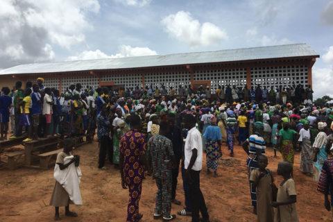Die neue Schule in Fobenga nach der Einweihungsfeier