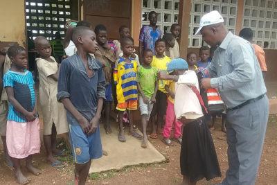 Schultaschen in Djabokou