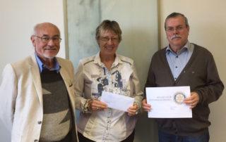 v.l. Christian Kopp, Margret Kopp (Vorsitzende von Aktion PiT - Togohilfe e.V.), Helmut Baumann (Präsident Rotary-Club Bayerwald)