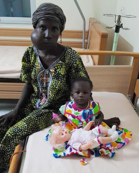 Lea-mit-Mutter-und-Puppe