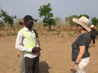 Der Bauherr arbeitet mit sechs Maurern zusammen, 3 aus Lomé und 3 aus dem Ort Konkonde