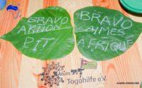 Große Blätter mit Bravo Aktion PiT und Bravo Aimes-Afrique als Inschrift