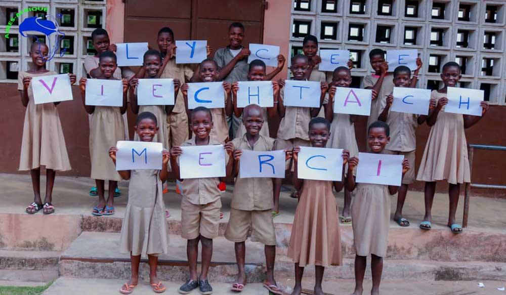 Die Schüler aus Togo bedanken sich beim Gymnasium in Viechtach