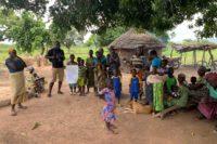 Empfang in einem Dorf im Tambermatal