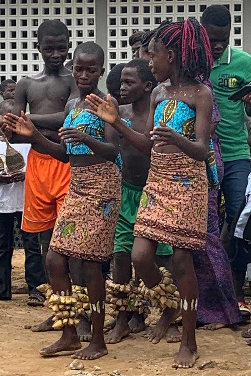 Tanzende Kinder in Yade