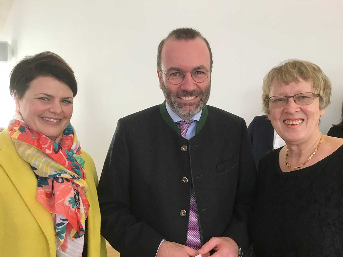 von links: Katrin Staffler (MdB), Manfred Weber (MdEP), Margret Kopp