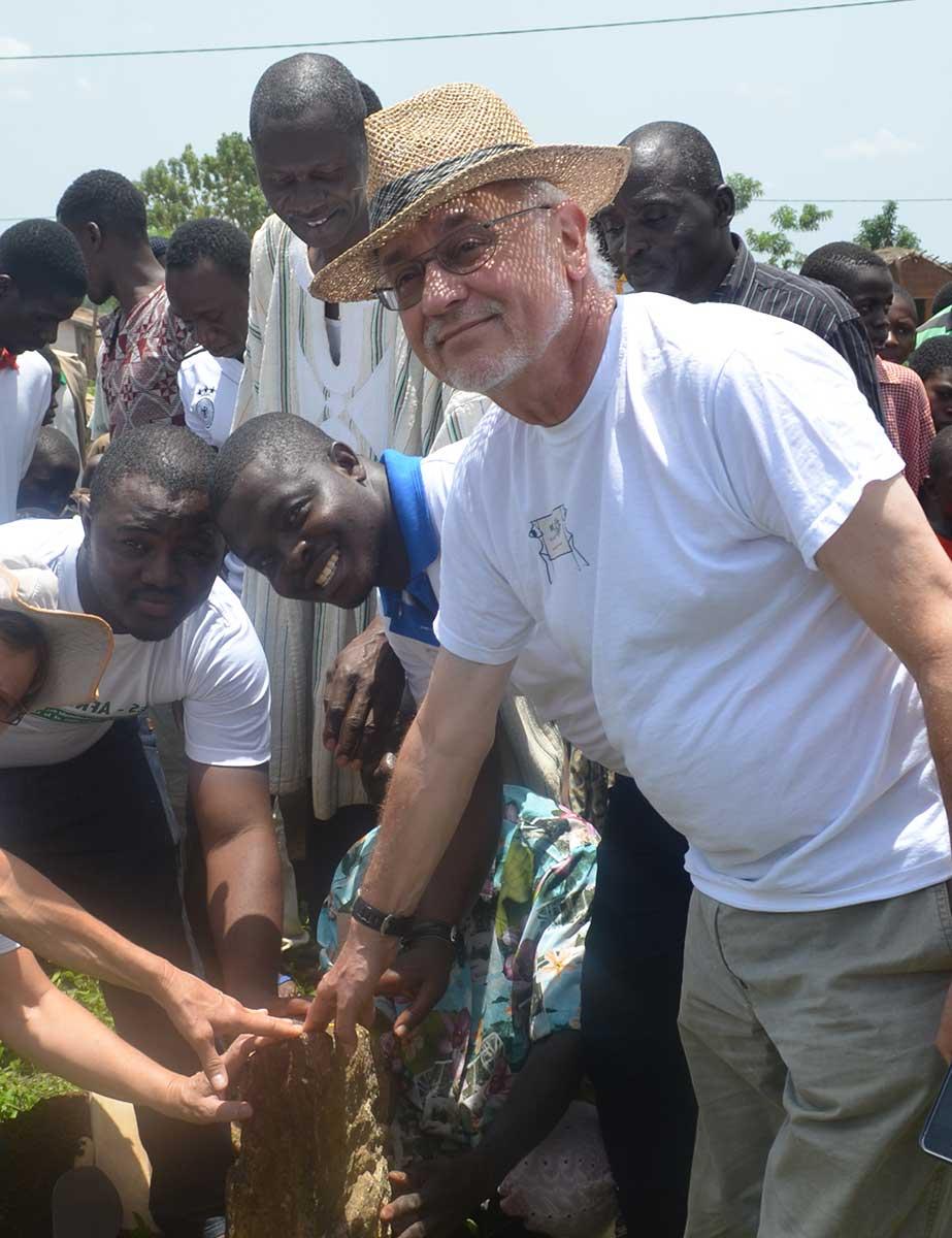 Christian Kopp in Togo bei einer Grundsteinlegung