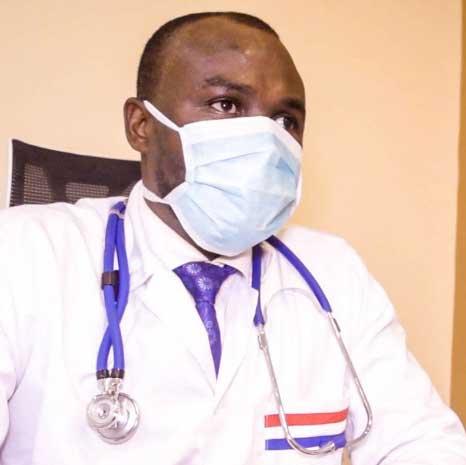 Dr. Michel Kodom mit Maske