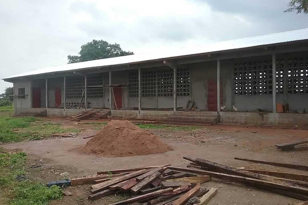 Das Schulgebäude in Djabagbal