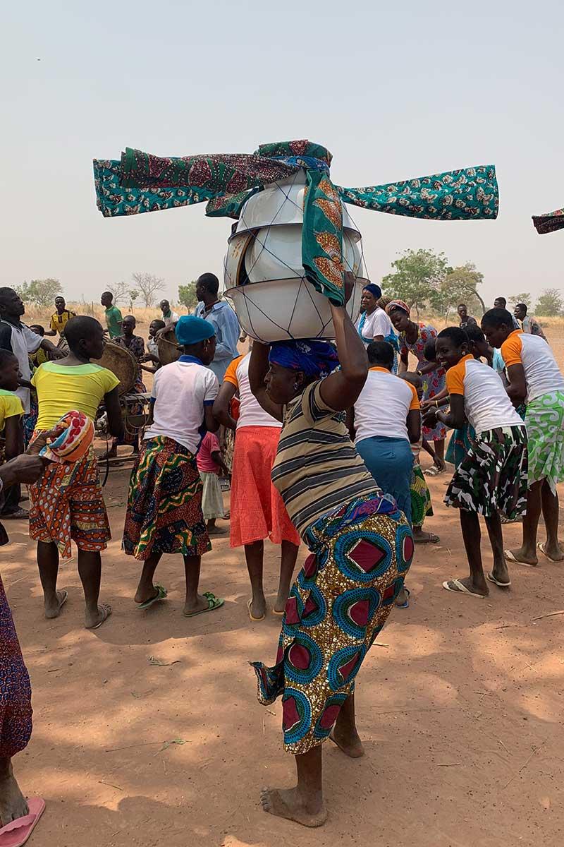 Auch ein nur in dieser Region Togos üblicher Tanz wird uns vorgeführt.