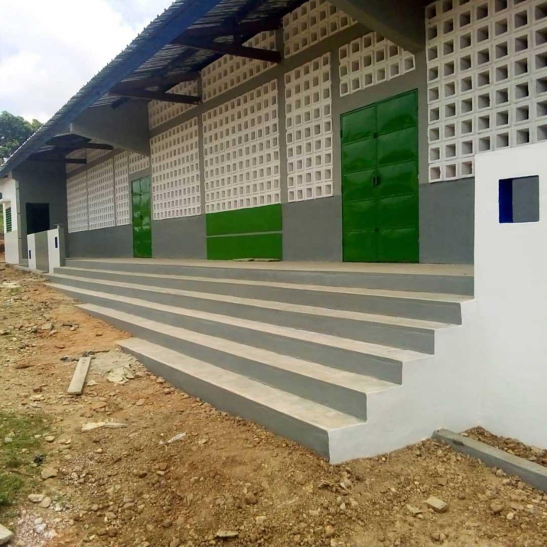 Die Schule in Illico von außen