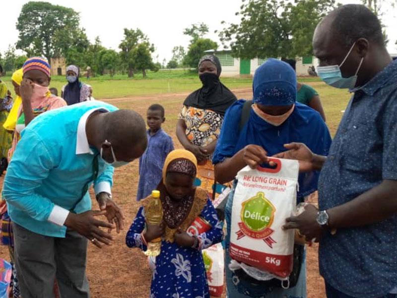 Verteilung von Schutz- und Hygienematerial in Timbou