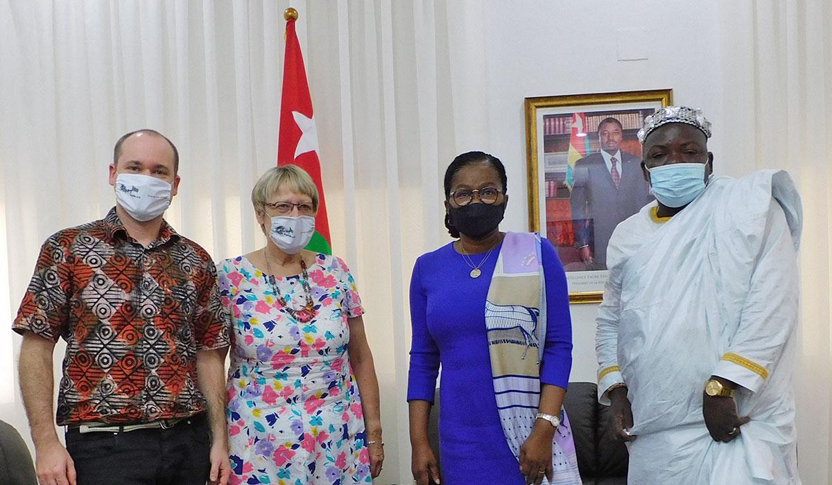 Empfang bei der Prämie Ministerin v.l.: Andy Kopp, Margret Kopp, Premier Minisiterin Victoire S. Tomegah-Dogbe, Dorfchef von Zooti Togbui Yawo Tonou