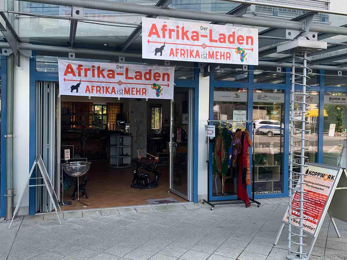 Eingang zum Afrika-Laden mit unserem Büro