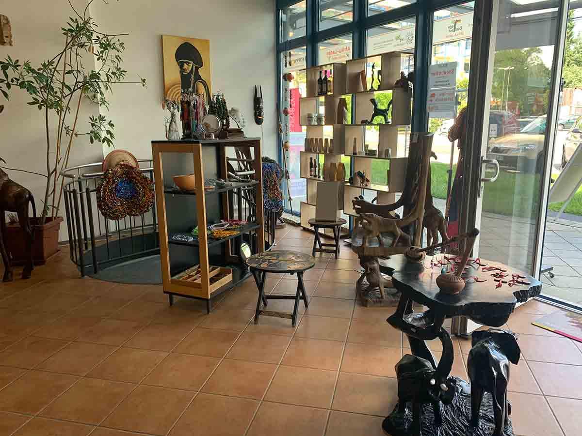 Besuchen Sie unser Büro im schönen Afrika-Laden