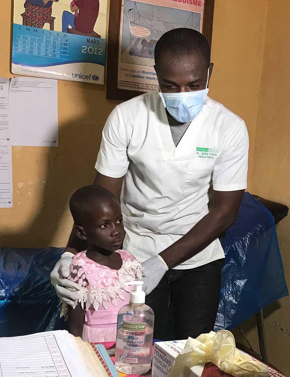 Madelaine in der Krankenstation ihres Heimatdorfes in Togo